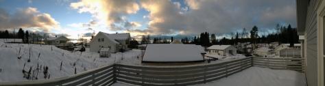 Bildet er tatt med iPhones panoramafunksjon, verandaen er egentlig ikke buet.