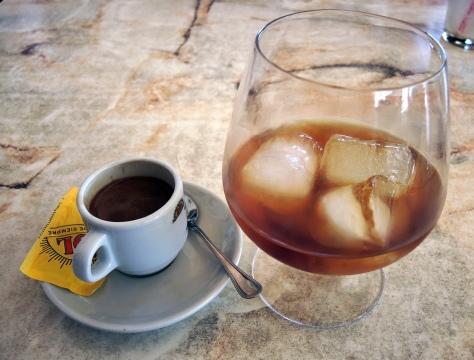 Kaffe og likør på kanarisk vis.